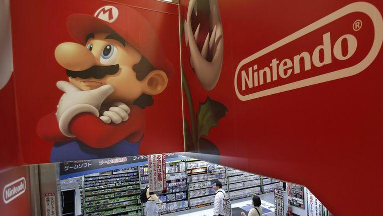 Mario laat Luigi nog even noodgedwongen links.