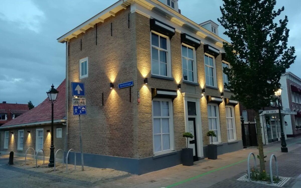 Het in verval geraakte monumentale pand aan de Voorstraat 30 in Numansdorp mag er na de restauratie weer zijn.