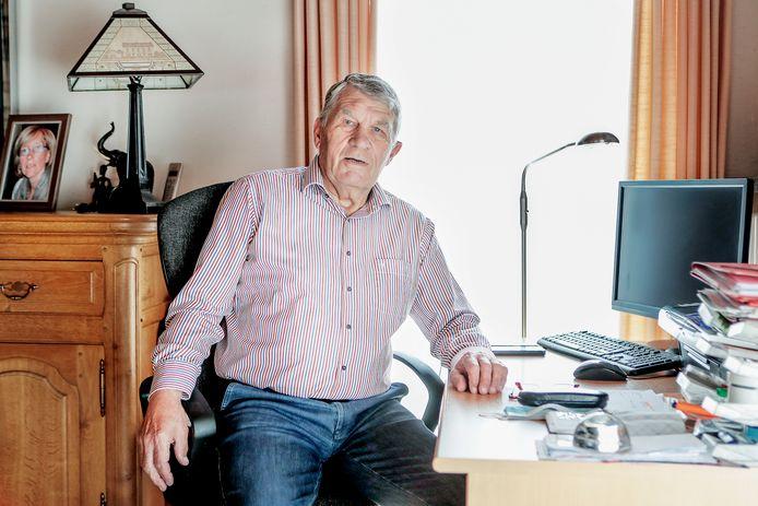 André Van Maldeghem werkte twee keer vier jaar als trainer van KRC Harelbeke.