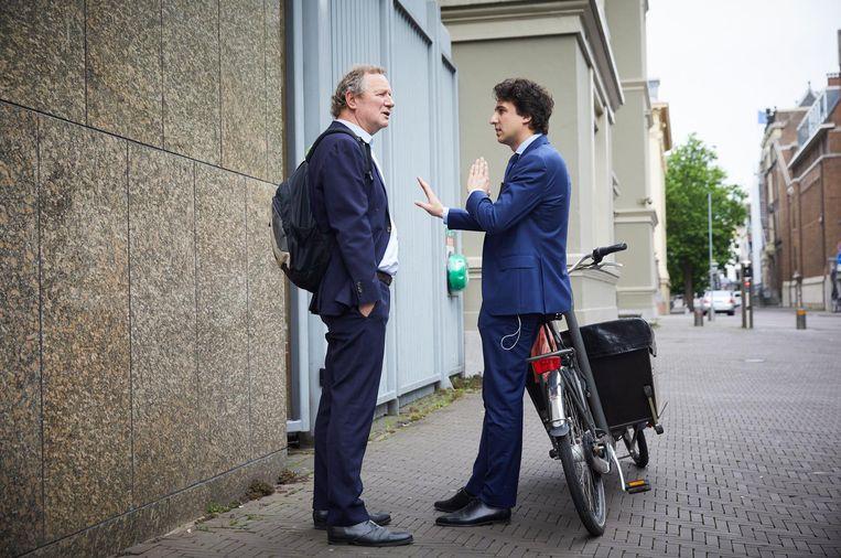 Jesse Klaver en Bram van Ojik van GroenLinks bij de ingang van de Tweede Kamer , een dag nadat de poging om een regering te vormen met VVD, CDA, D66 en GroenLinks is mislukt. Beeld anp