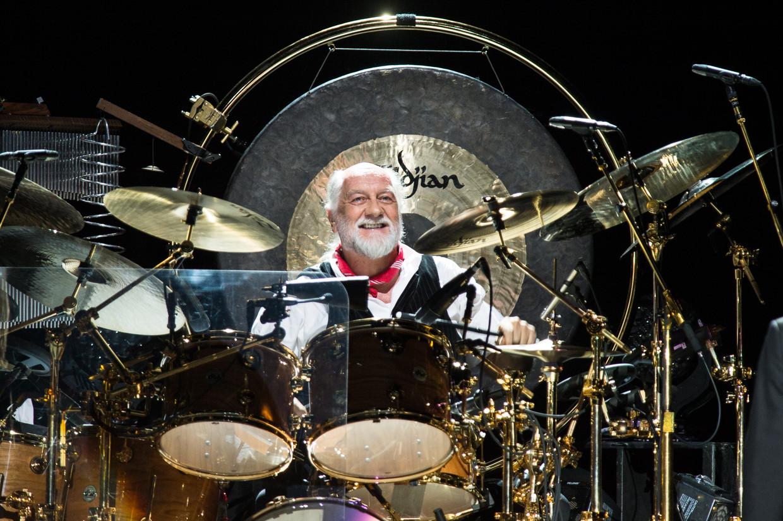 Mick Fleetwood live aan het werk. Beeld Redferns via Getty Images