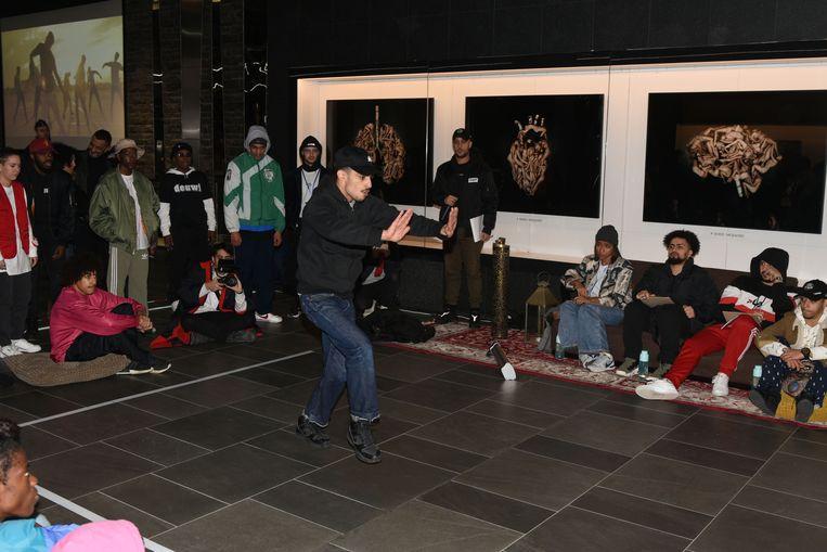 Urban dance in metrostation Beurs