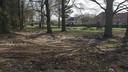 Nu de haag aan de Peelland in Riel is verdwenen, krijg je alvast een doorkijkje naar een nieuwe openbare tuin.