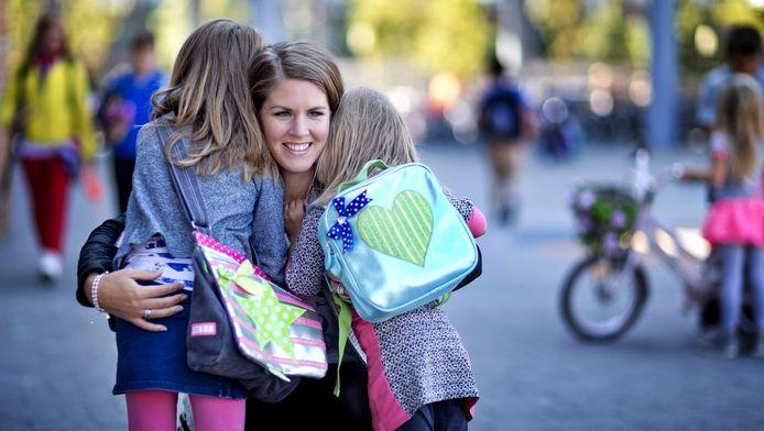 Joyce met haar dochters.