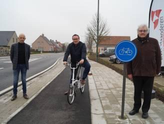 Nieuw aangelegd fietspad Egemstraat officieel geopend