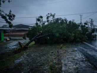 """Gouverneur New York kondigt noodtoestand af voor orkaan Henri: """"Denk aan orkaan Sandy, neem dit dus ernstig"""""""
