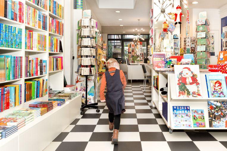 In kinderboekenwinkel de Boekenberg in Eindhoven kunnen mensen privéshoppen en krijgen ze persoonlijk advies. Beeld Sas Schilten