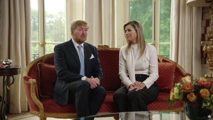 Koning Willem-Alexander en Koningin Maxima bieden hun excuses aan in een videoboodschap voor de vakantiereis naar Griekenland.