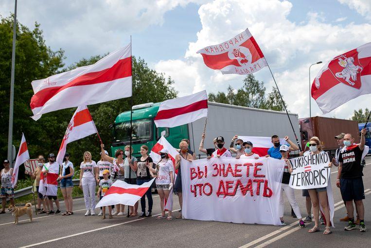 Demonstranten bij de grens tussen Litouwen en Belarus. Beeld AP