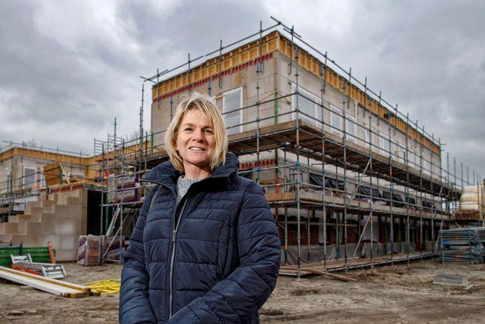 Ingrid Stokkermans, directeur van de KlimOp bij de nieuwbouw van de school.