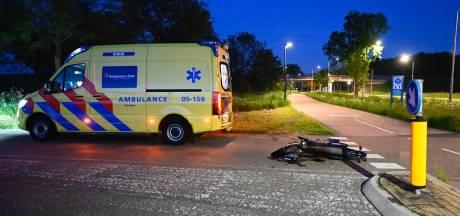 Bromfietser belandt in ziekenhuis na aanrijding in Almelo