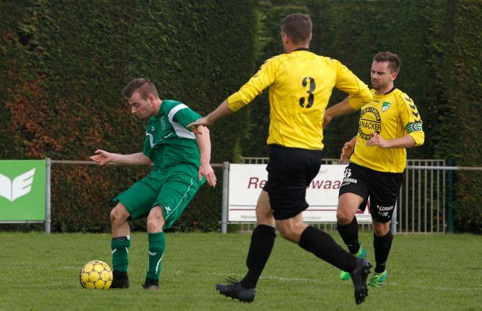 Aardenburg (gele shirts) heeft met Rowan Ritico een nieuwe trainer.