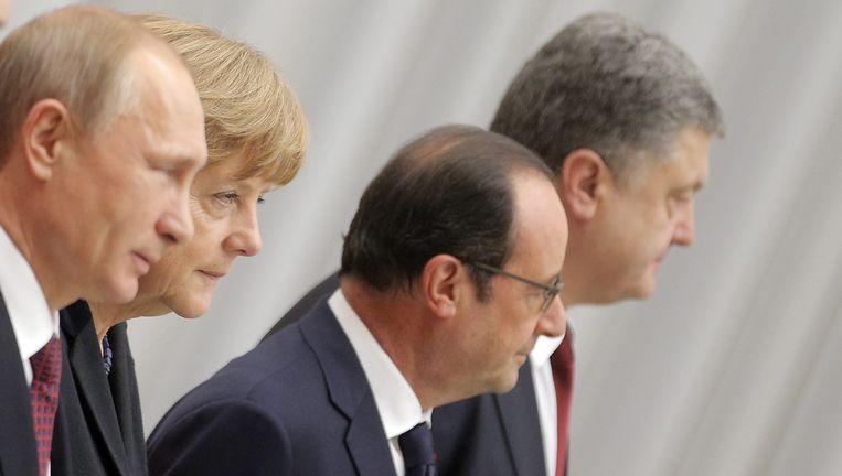 De Russische president Vladimir Poetin, de Duitse bondskanselier Angela Merkel, de Franse president François Hollande en de Oekraïense president Petro Porosjenko. Beeld EPA