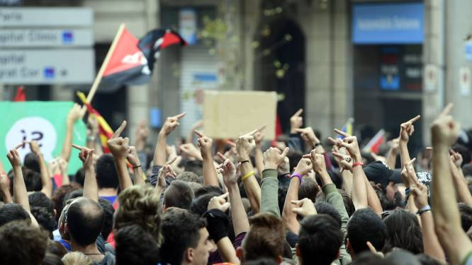Protest houdt aan in Catalonië: wegblokkades, optochten en staking tegen politiegeweld