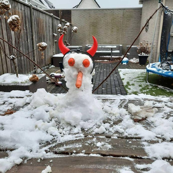 Sneeuw? Ja! Dus een sneeuwpop maken.