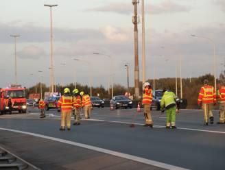 Hinder op E17 door brokstukken op rijbaan na ongeval