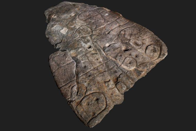 De steen, die dateert uit de vroege bronstijd zou de vallei van rivier Odet afbeelden.  Beeld Bournemouth University