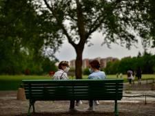 Wetenschappers: 'Gewoon praten kan door virusdruppeltjes ook tot besmetting leiden'