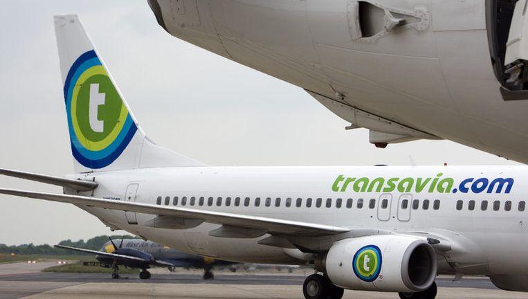Transavia wil vanaf de goedkopere H-pier vertrekken en passagiers met bussen naar de toestellen brengen in plaats van via een slurf. Transavia hoeft in dat geval minder te betalen aan Schiphol, waardoor de ticketprijzen omlaag kunnen. Foto ANP Beeld