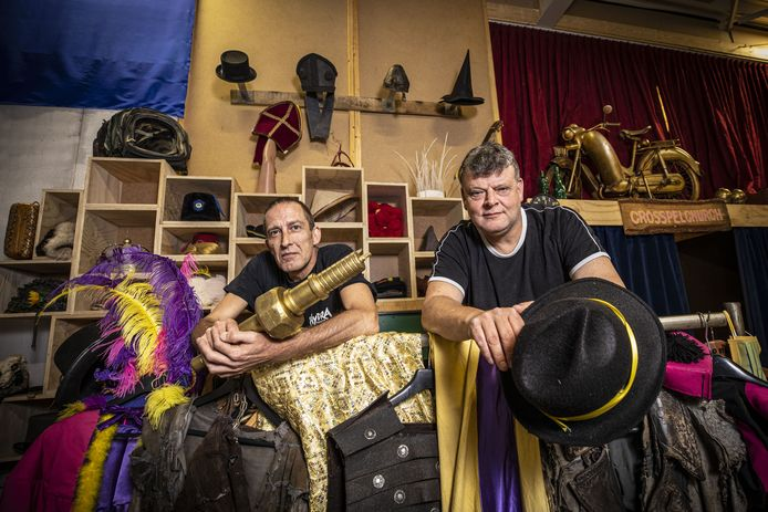 Nick Slot (L) en Aljan ten Broeke (R), theatermakers van Hydra, staan te popelen om weer aan de bak te mogen.