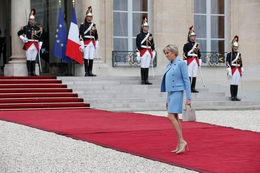 Brigitte Macron arriveert.