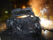 Auto in brand in Rijen, voertuig stond al weken langs weg geparkeerd