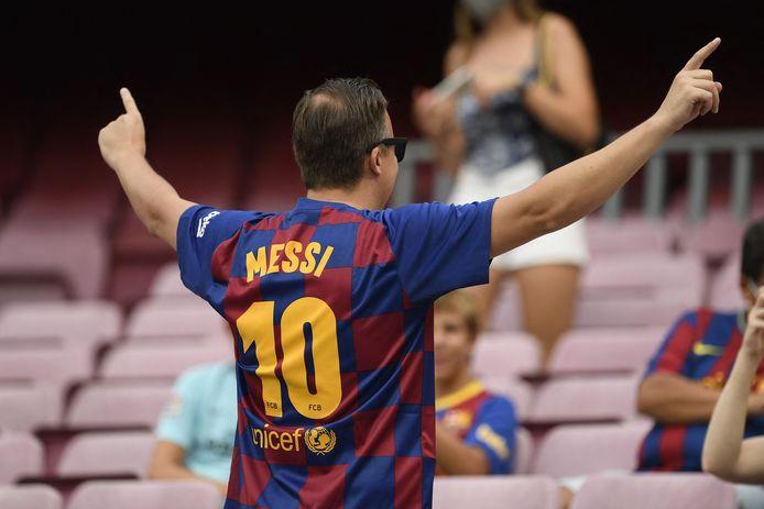 Deze fan kon nog geen afscheid nemen van zijn Messi-shirt.