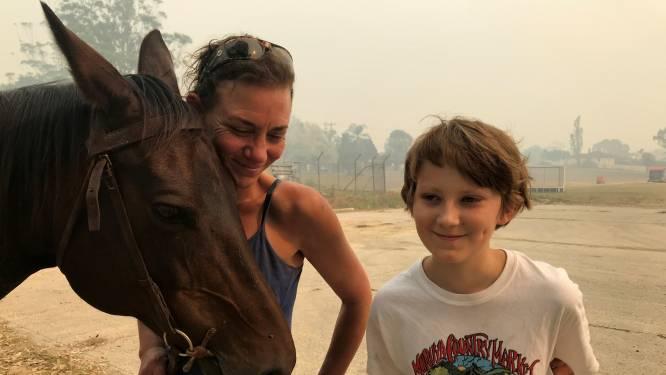 Paard kan ruiter in veiligheid brengen te midden van Australische bosbranden