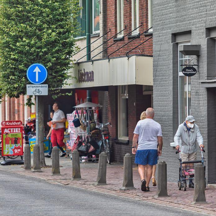 De burgemeester van Baarle-Hertog vraagt mensen om ook in Baarle-Nassau een mondkapje te dragen in winkels.