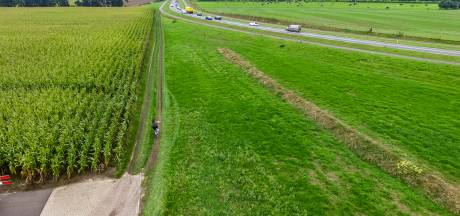 Dit is waarom fietsers hier in Wesepe massaal door het gras rijden