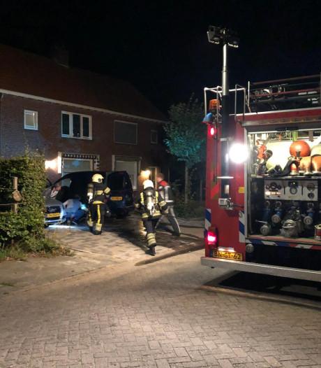 Auto in brand gestoken in Helvoirt
