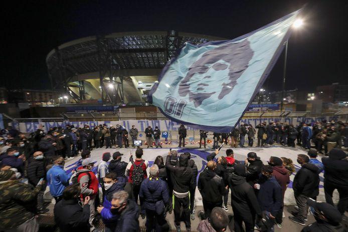Een eerbetoon aan Maradona bij het San Paolo-stadion in Napels.