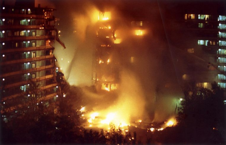 Vuurzee in de Bijlmer na de vliegtuigcrash op 4 oktober 1992 Beeld ANP