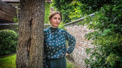 """Tiene Castelein (40) verlaat tijdelijk gemeenteraad door borstkanker: """"Dames, laat u screenen"""""""