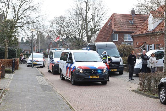 Politie houdt man aan in achtertuin in Boxtel.