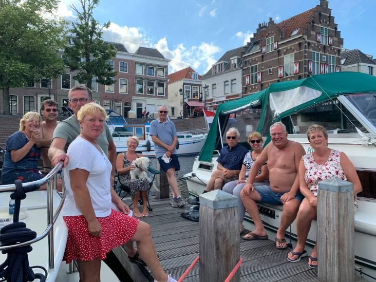 Rotterdammers vermaken zich opperbest in de haven van Gorinchem
