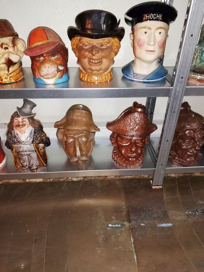 De tabakspotten zijn gebaseerd op bekende en minder bekende figuren.