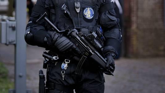 Zwaar bewapende agenten bewaken het Catshuis in Den Haag