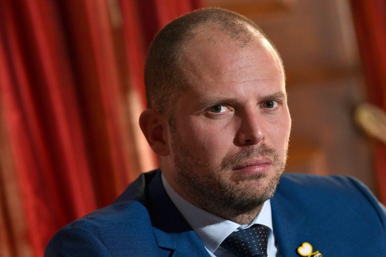 """Voormalig staatssecretaris voor Asiel en Migratie Theo Francken (N-VA) zegt dat """"uit het migratiepact stappen niet evident"""" is. Beeld Photo News"""
