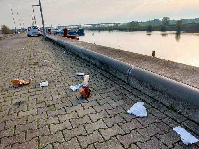 Afval bij de Nieuwe Haven in Arnhem