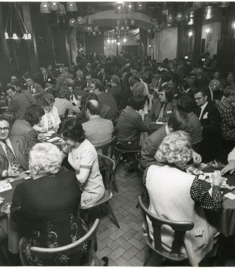 Schoppen troef in rokerig Palladium en Houtrust: in Den Haag kon je overal klaverjassen