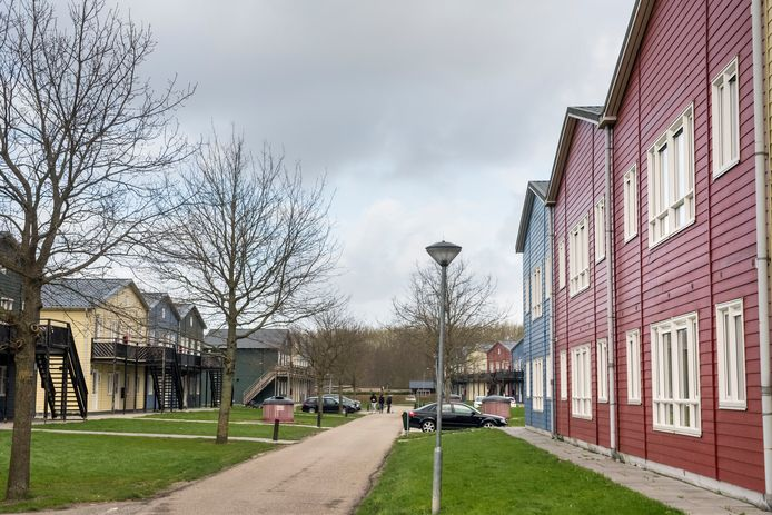 Het voormalige terrein van asielzoekerscentrum Zeewolde stroomt langzaam vol met nieuwe bewoners: arbeidsmigranten uit Oost Europa.