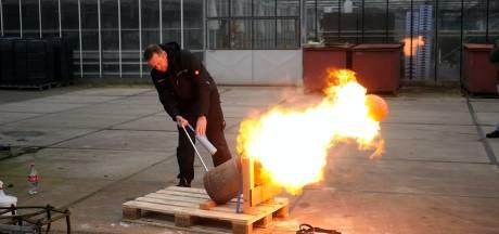 Vuurwerkhandelaar bedenkt zich na spoedcursus carbidschieten: 'Levensgevaarlijk in Haagse handen'
