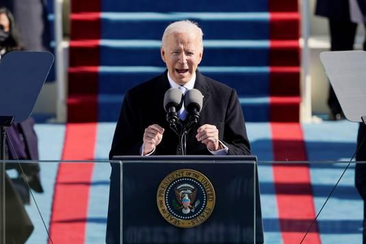 Joe Biden spreekt het land voor het eerst toe als president.
