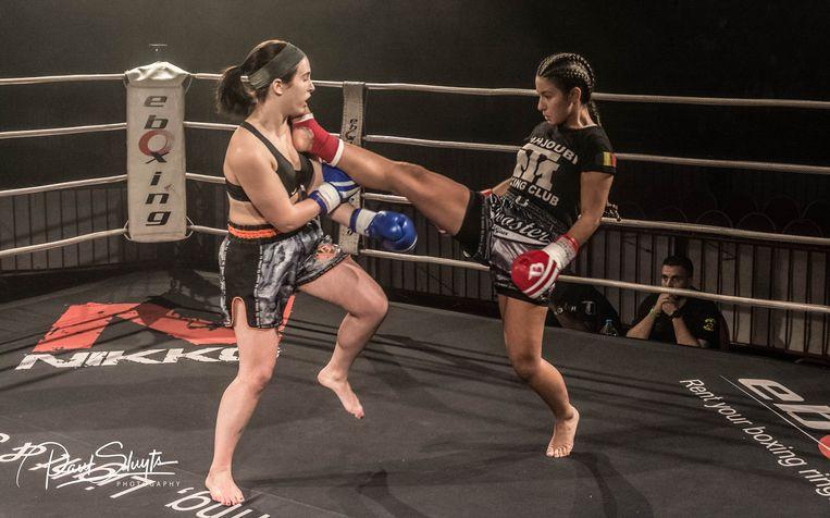 Twee meisjes gaan hard tegen hard tijdens Round 3 in Berchem.