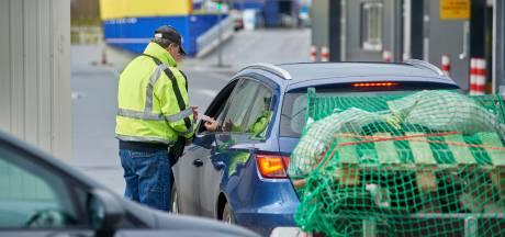 Sinds wegbrengen van afval duurder is geworden, komt de helft minder bezoekers naar de milieustraat in Oss