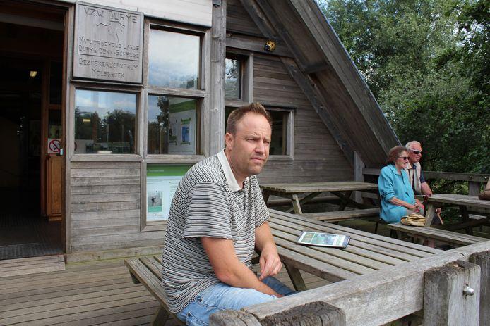 Kristof Scheldeman, coördinator reservatenwerking, op het terras van het bezoekerscentrum in het Molsbroek. (archiefbeeld van voor corona)
