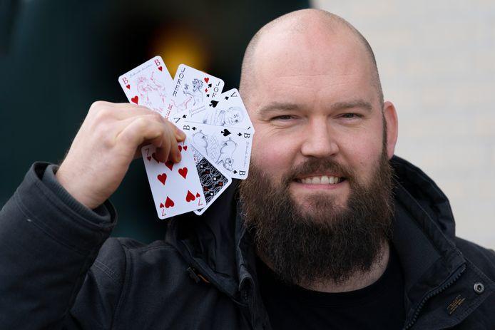 Grafisch vormgever Roy Thijssen uit Oss ontwierp een Oss' kaartspel.