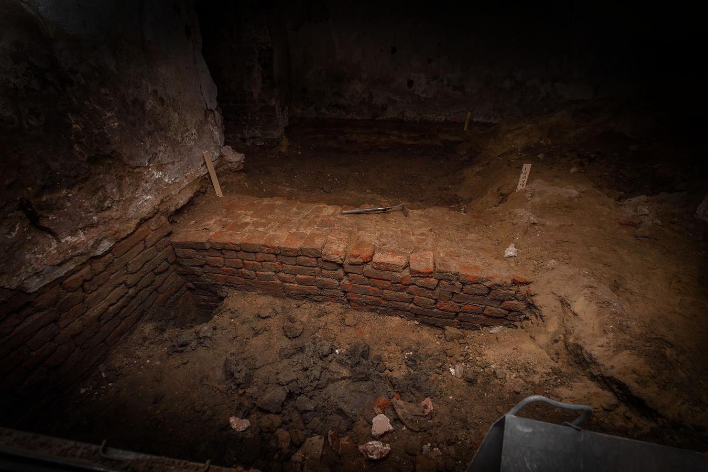 De mysterieuze muur, vorige week ontdekt in de kelderruimte van het Wijchens kasteel. Foto: Eveline van Elk