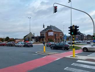 Afzonderlijke verkeerslichten aan portieken voor betere regeling verkeer aan Vijfhuizen